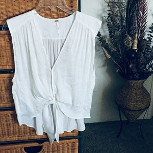 ✨FREE PEOPLE TWIST FRONT TOP
